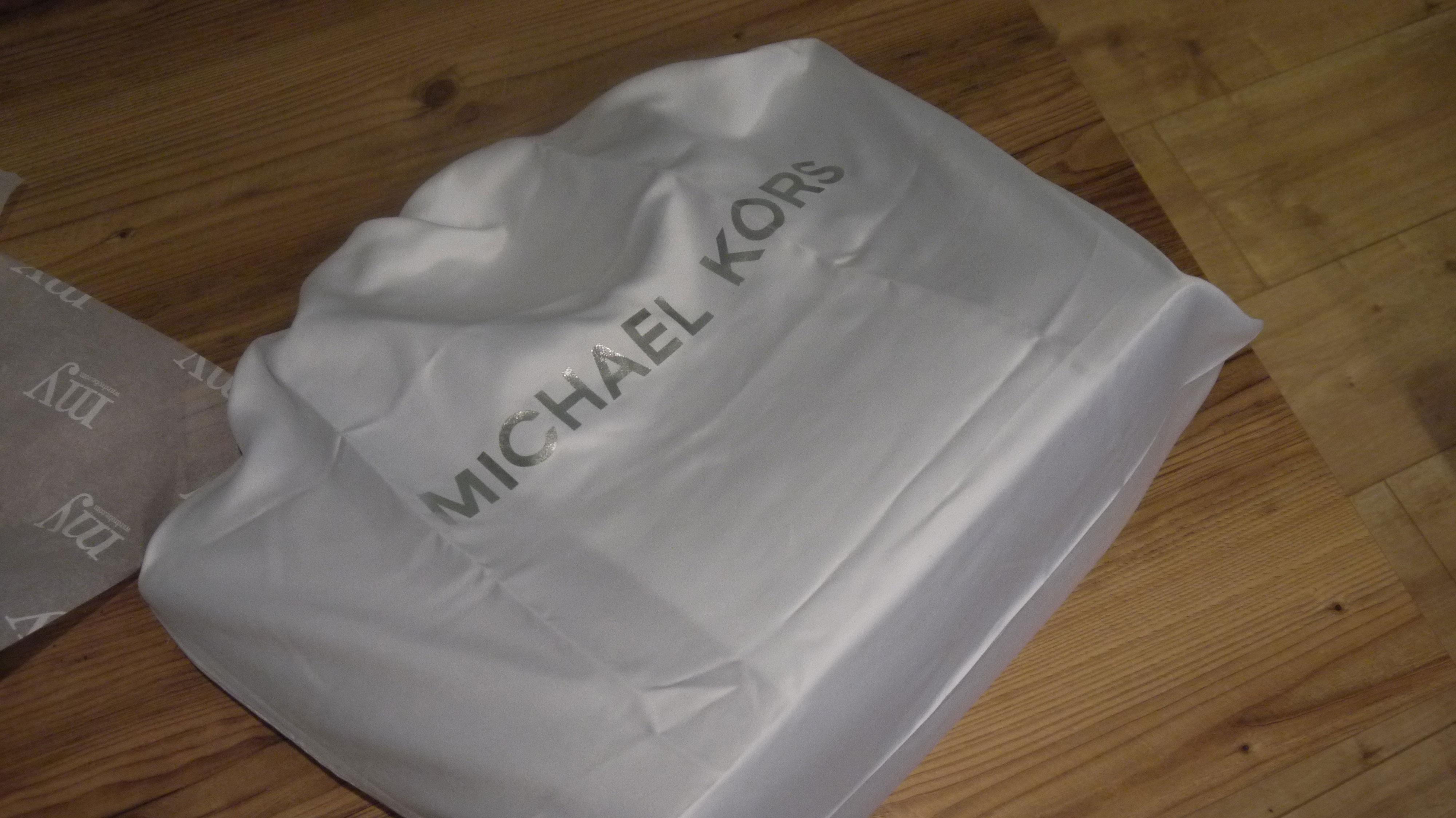 michael-kors-tricolor-my-wardrobe-dustbag