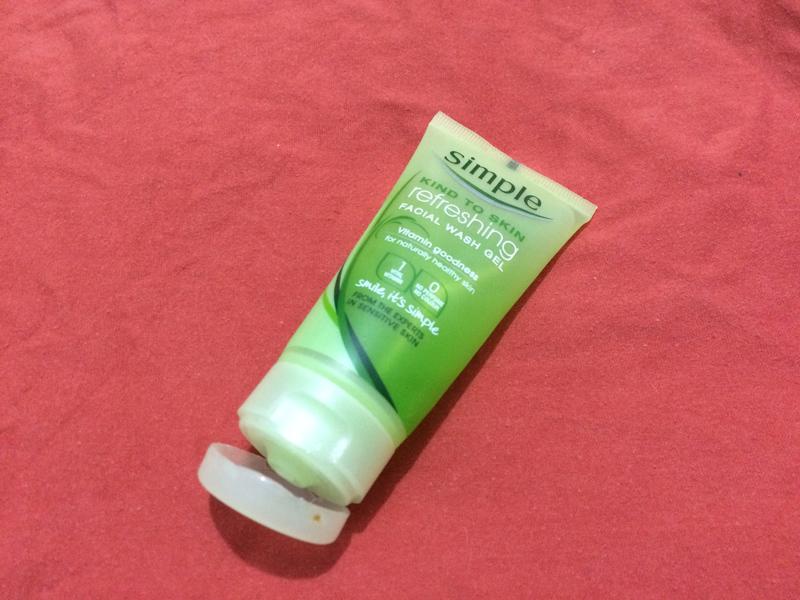 simple-refreshing-facial-wash-gel