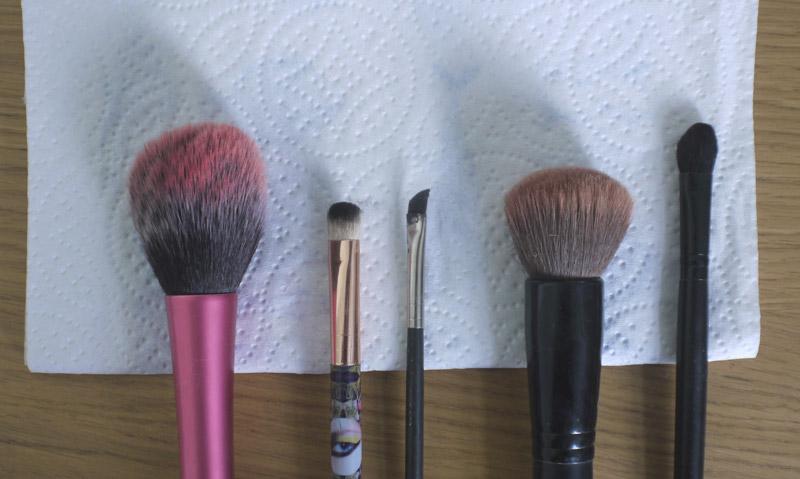 makeup-revolution-brush-cleaner-review-1