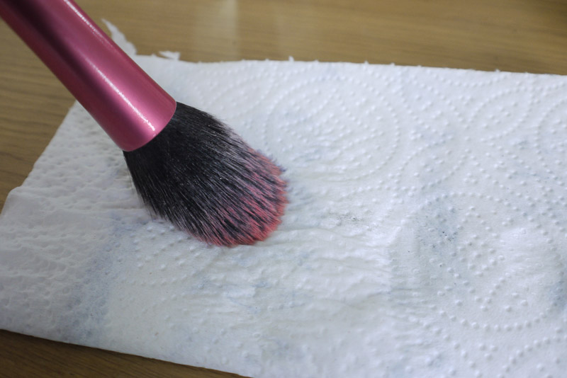 makeup-revolution-brush-cleaner-review-5