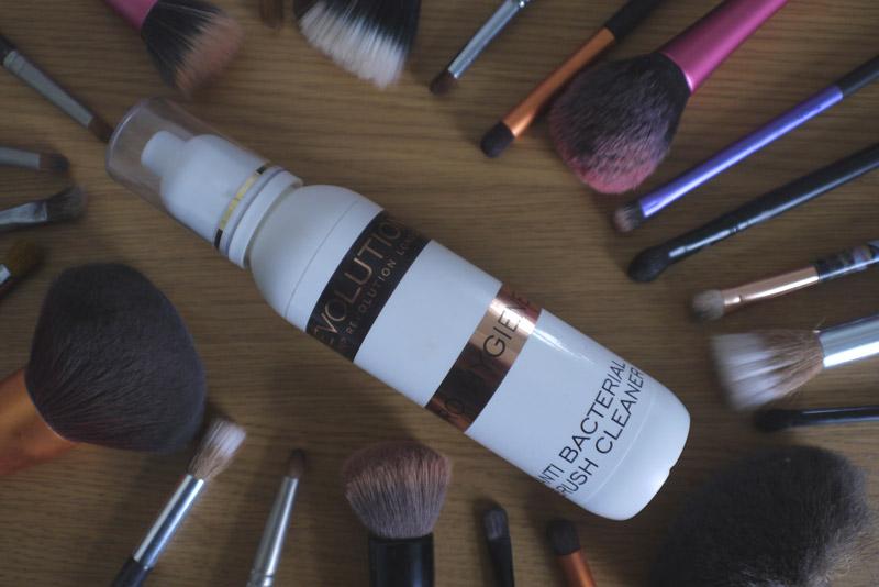 makeup-revolution-brush-cleaner-review
