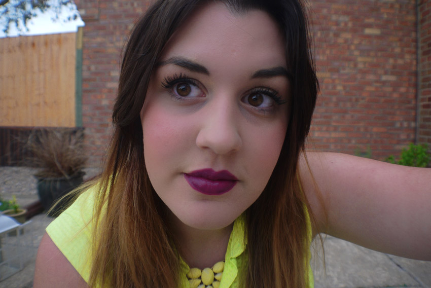 body-shop-colour-crush-lipstick-240-review-swatch