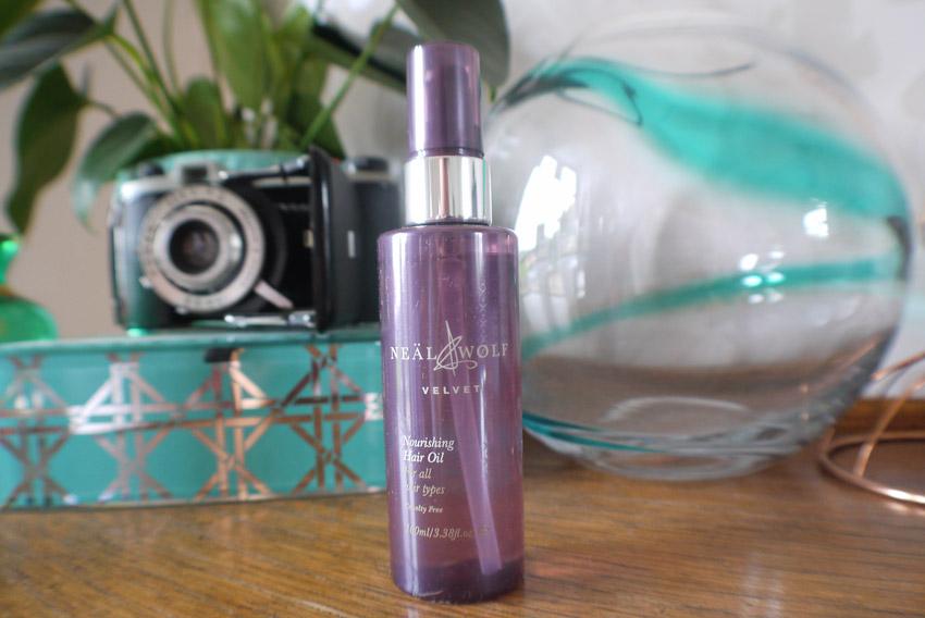 love-me-beauty-july-2015-neal-and-wolf-velvet-oil