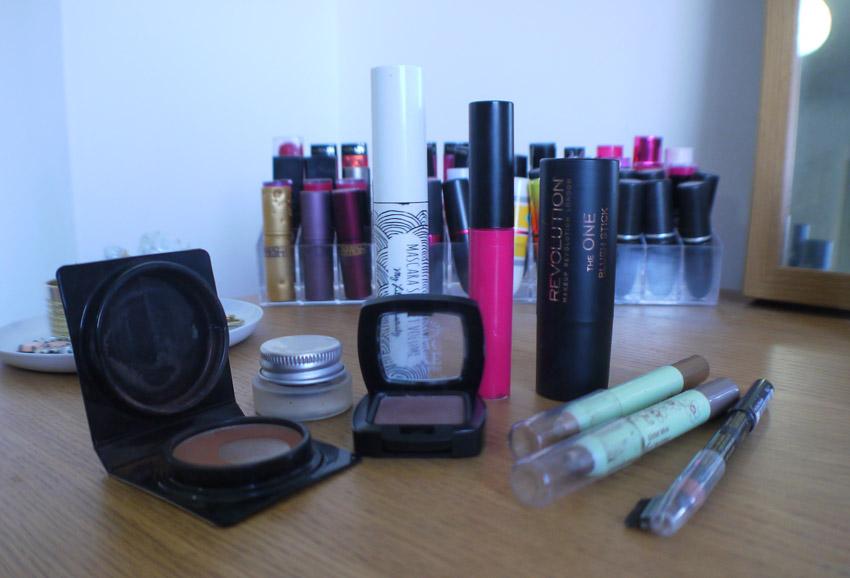 makeup-packing