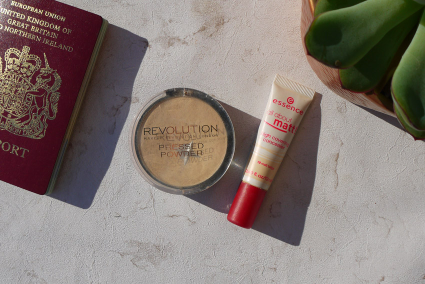 concealer-powder-whats-in-my-travel-makeup
