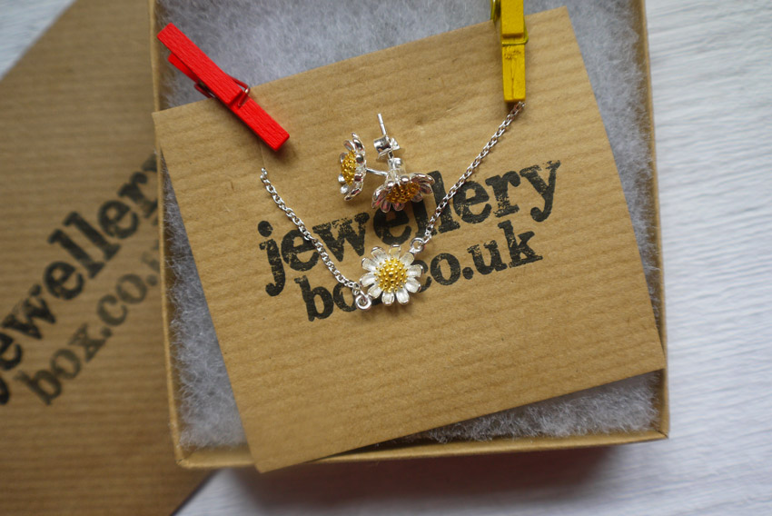 jewellery-boxcouk-daisy-earrings-bracelet