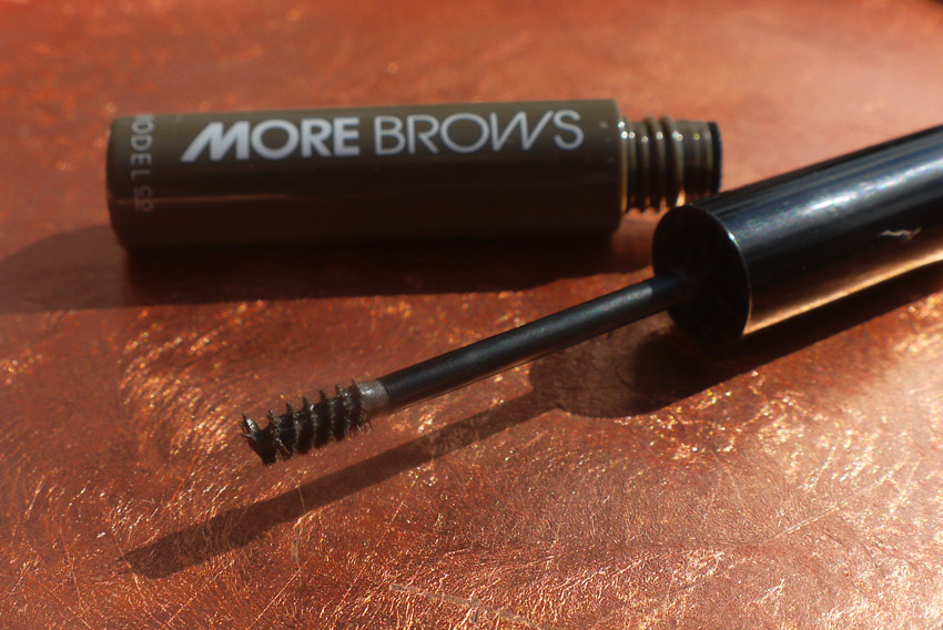 modelco-more-brows-review