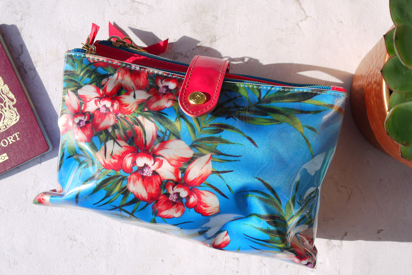 whats-in-my-makeup-bag-holiday-bag