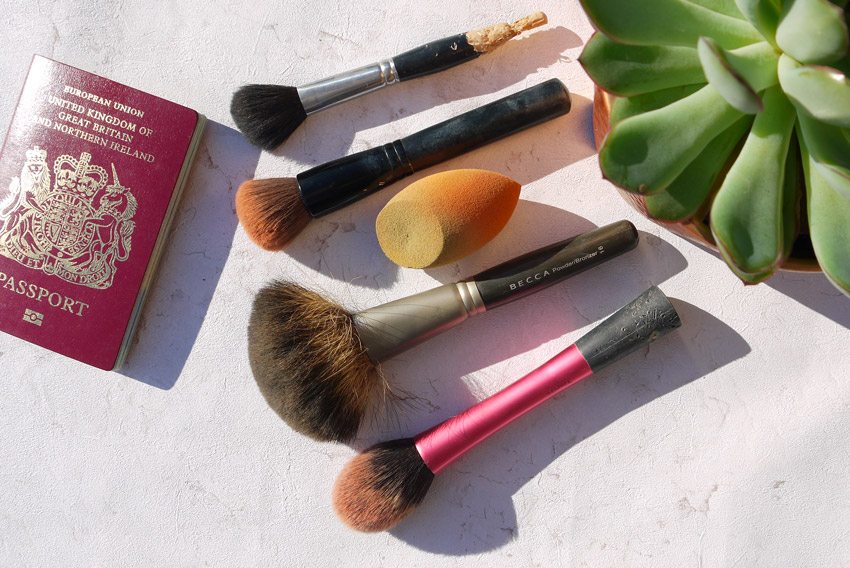 whats-in-my-makeup-bag-holiday-face-brushes