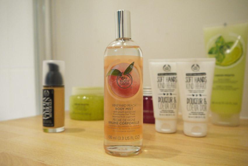 vineyard-peach-body-mist-body-shop