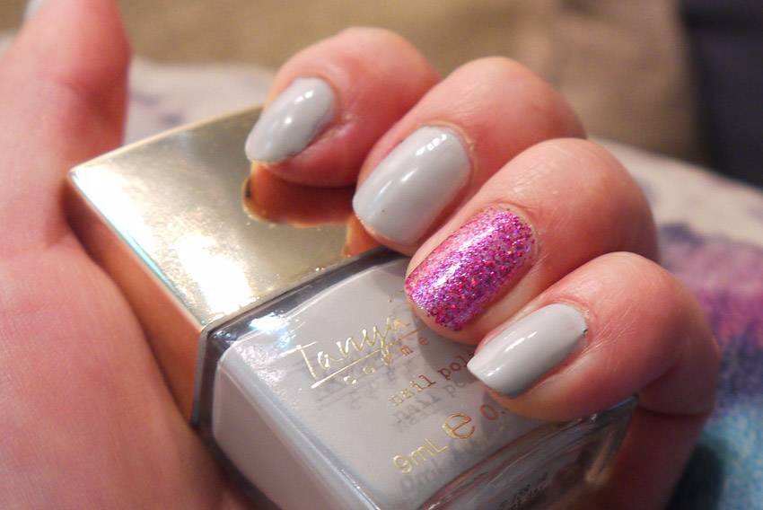 tanya-burr-duvet-day-review-swatch