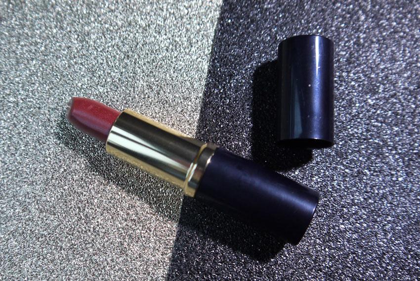 look-incredible-estee-lauder-lipstick-hot-kiss