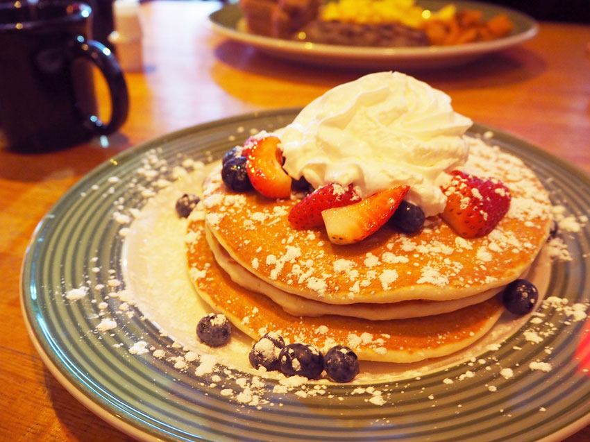 new-york-applebees-breakfast-pancakes