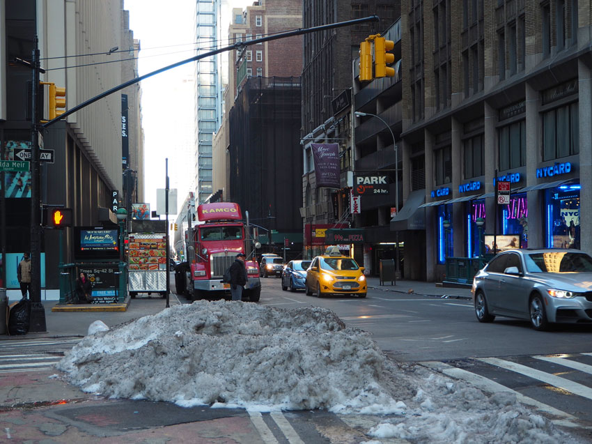 new-york-snow-sidewalk