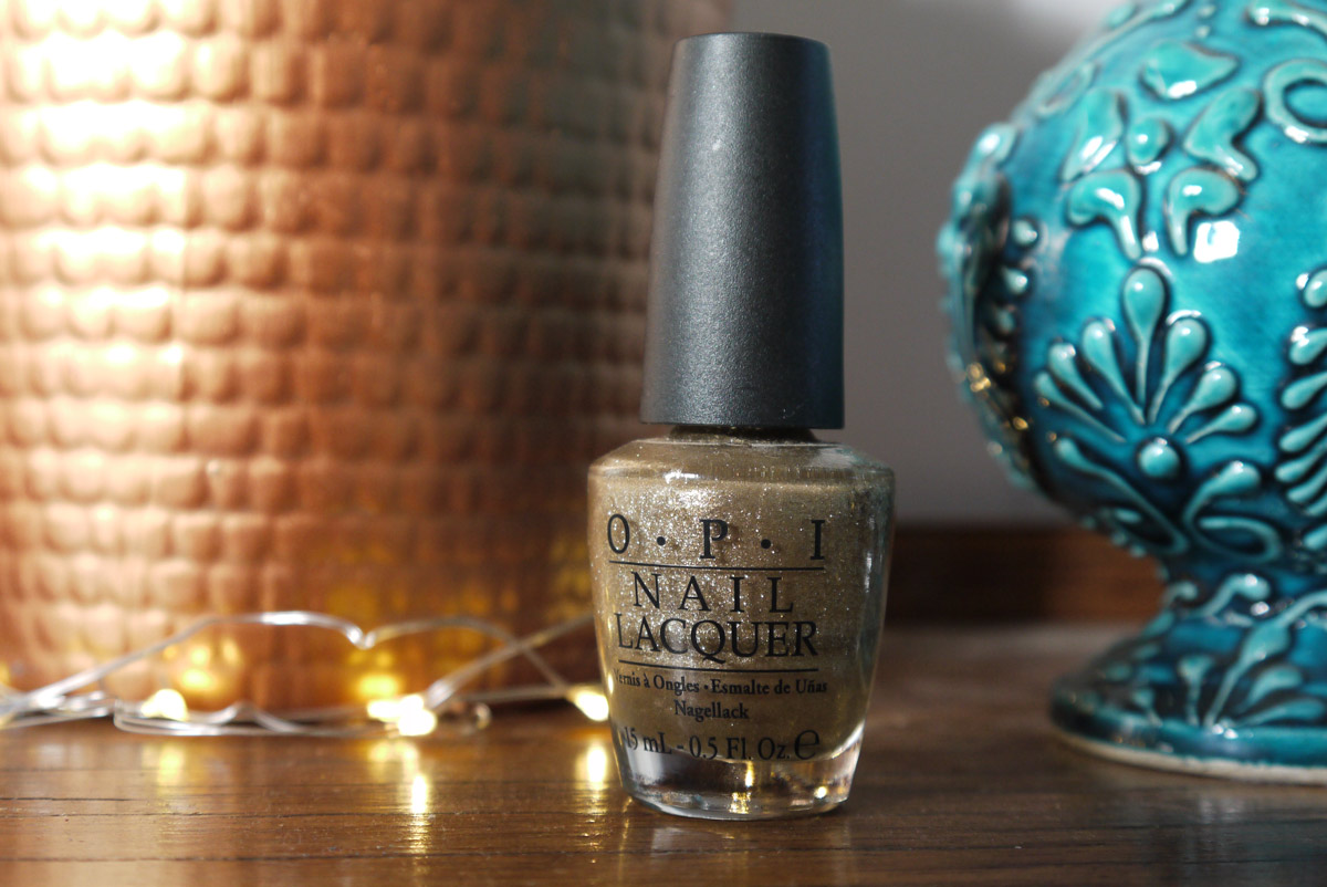 beauty-tbt-opi-glitzerland-review-swatch