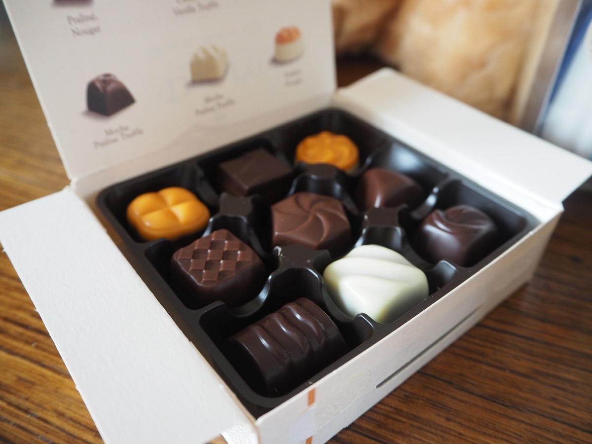 prestige-flowers-rose-bouquet-chocolates