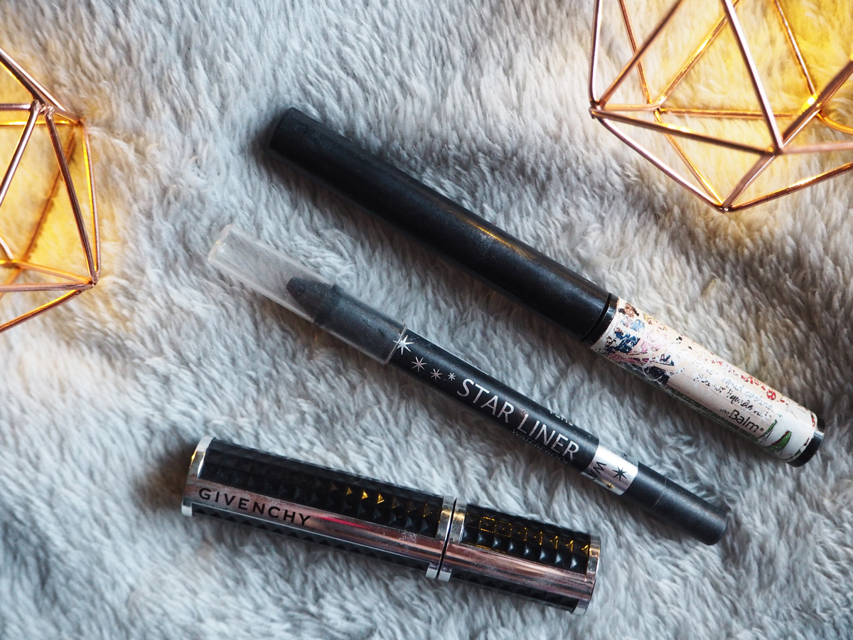 whats-in-my-carryon-makeup-bag-liner-mascara
