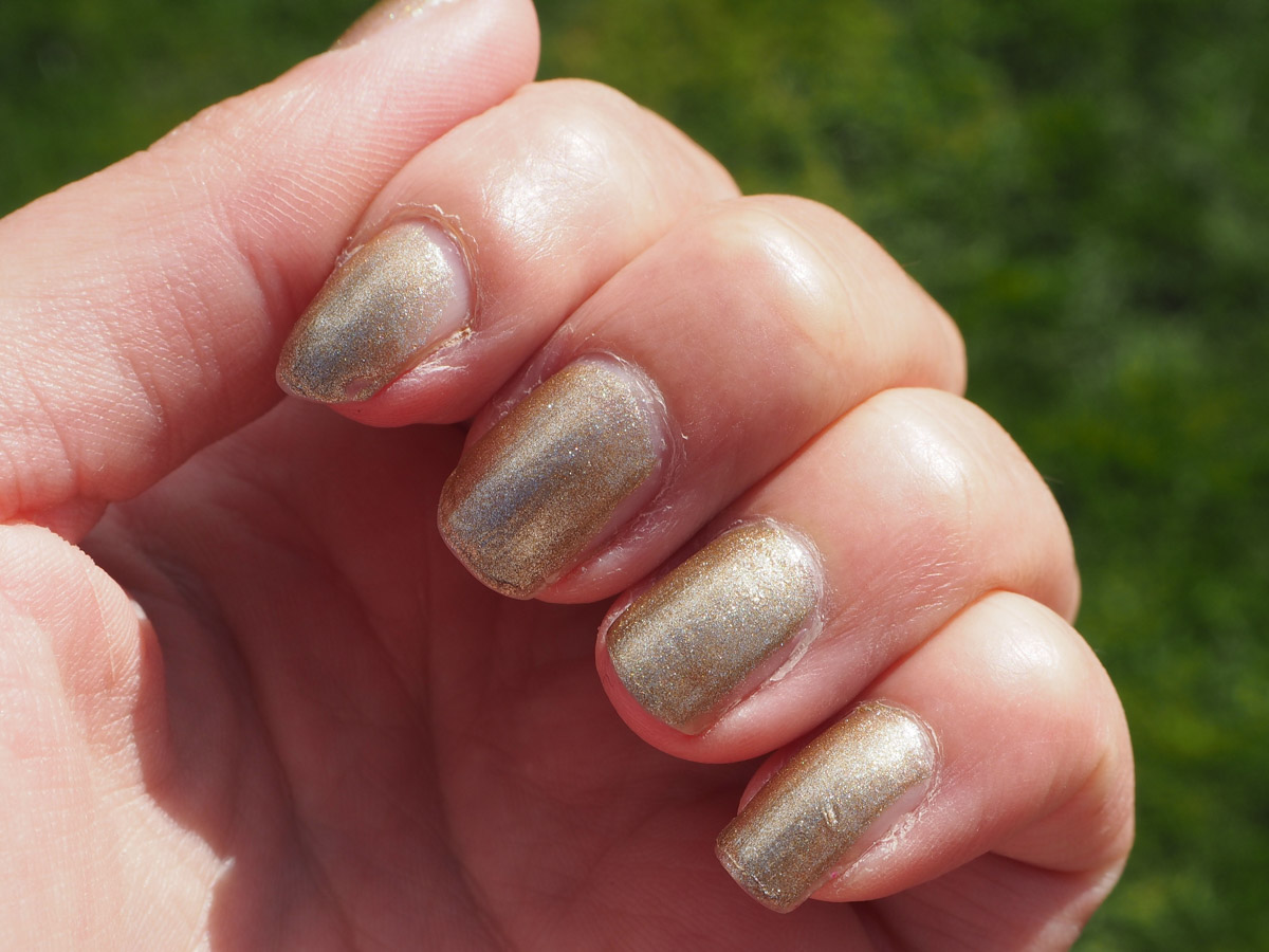 opi-glitzerland-swatch-review-beauty-tbt-1