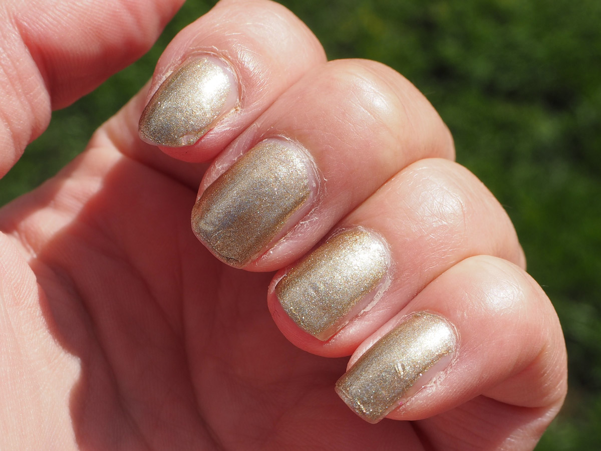 opi-glitzerland-swatch-review-beauty-tbt-3