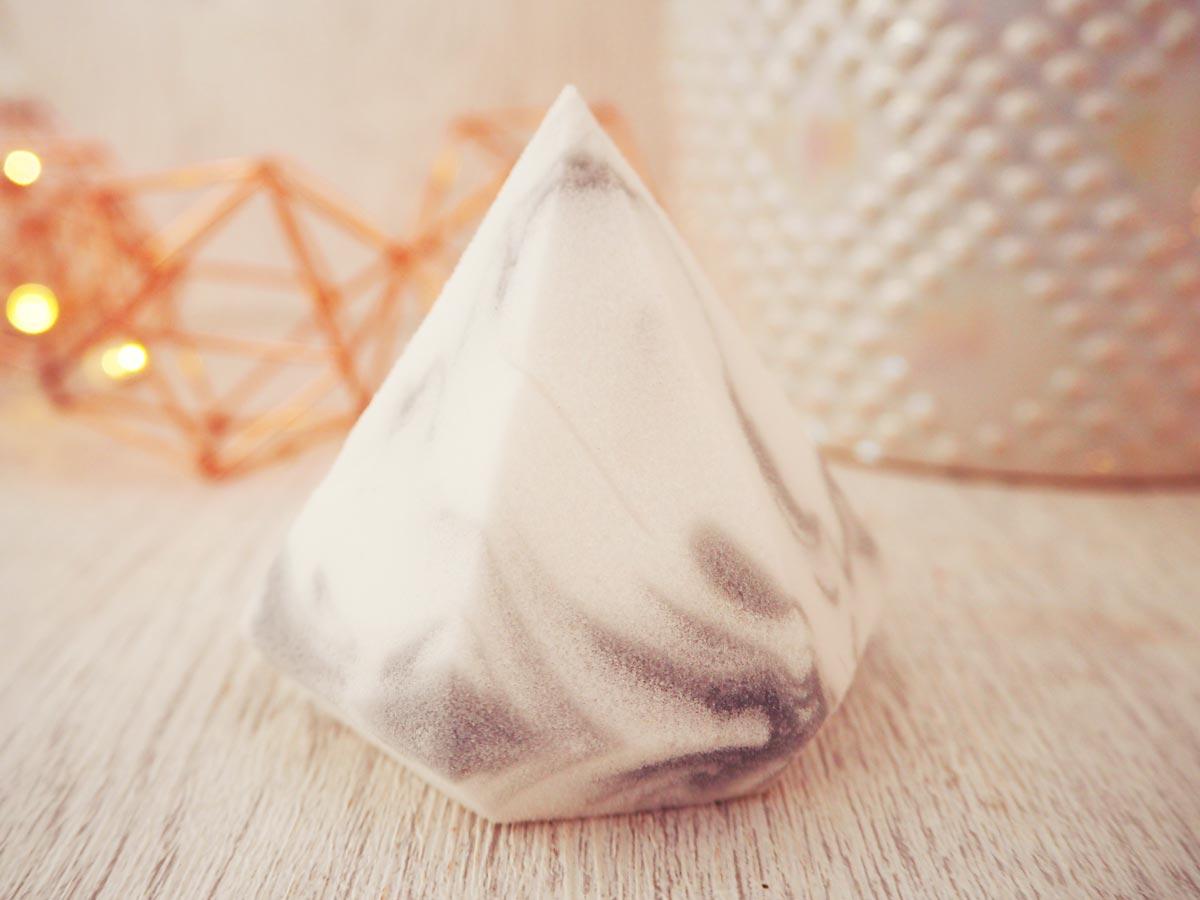 real-techniques-bold-metals-complexion-sponge-diamond