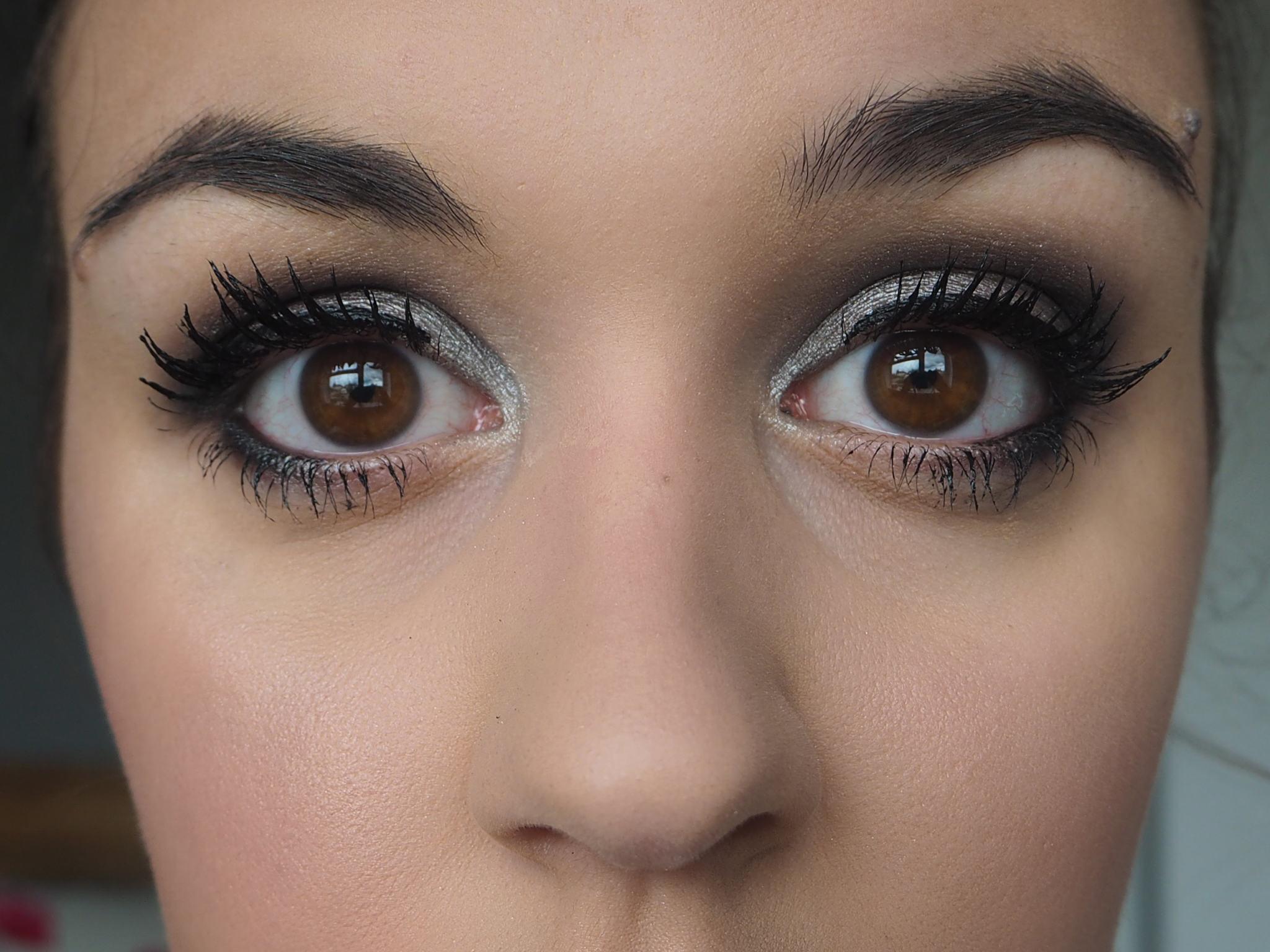 covergirl-supersize-mascara-1-coat-each-eye