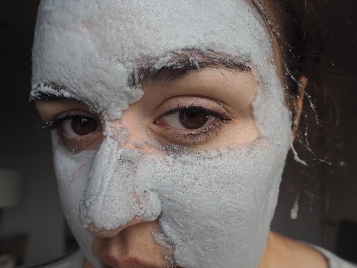 elizavecca-milky-piggy-carbonated-face-mask-after-massaging-in