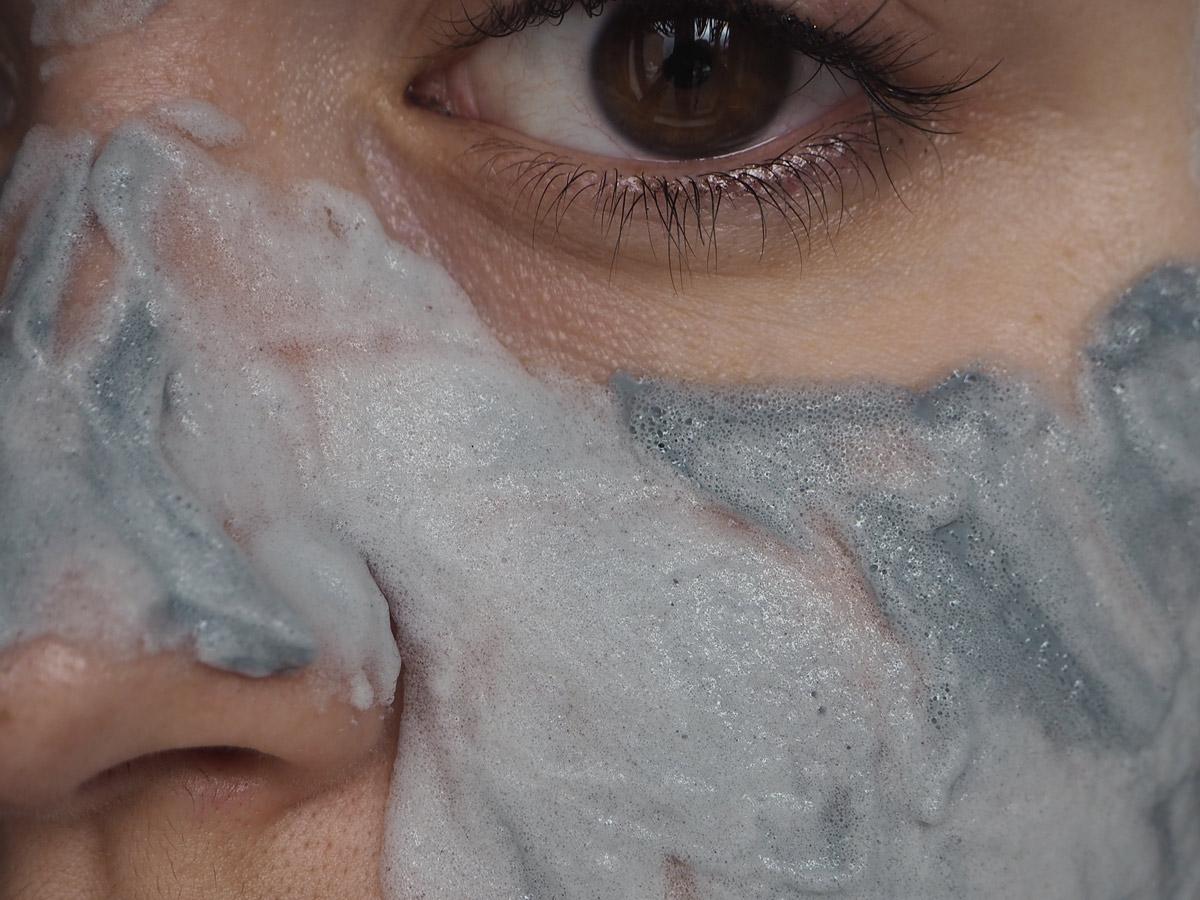 elizavecca-milky-piggy-carbonated-face-mask-up-close