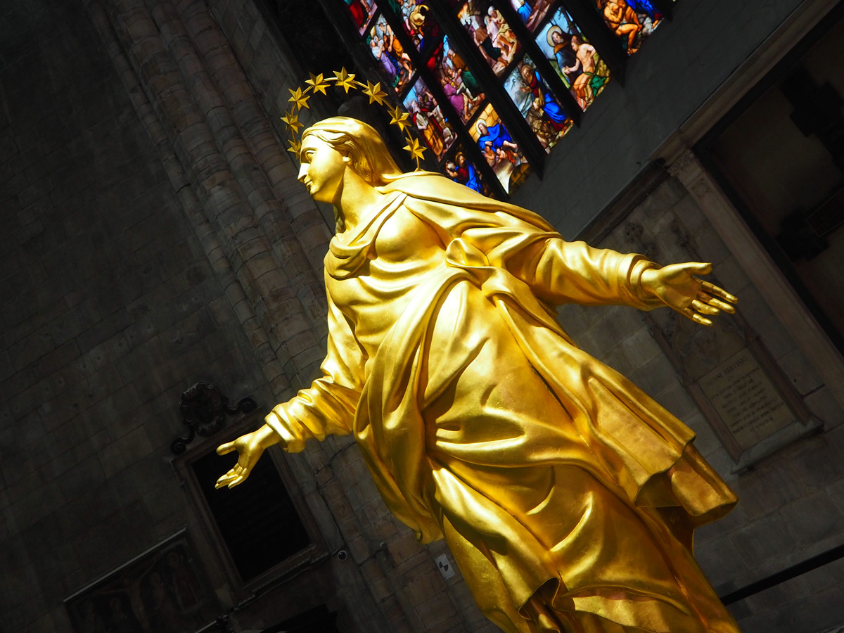 replica-statue-of-the-madonna-milan-duomo