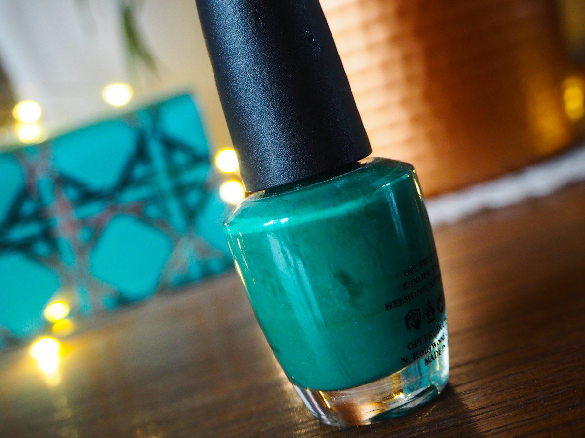 beauty-tbt-opi-jade-is-the-new-black-review-swatch-2